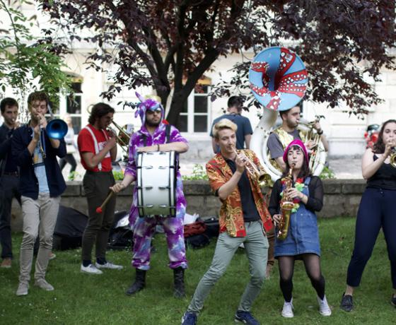 Etudiants lors de la Garden Party de l'Union PSL 2019 _ © Union PSL